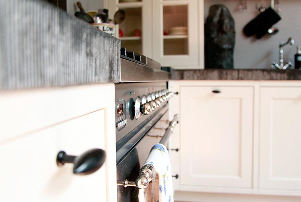 Keuken Landelijk Creme : Keuken landelijk crème met graniet blad gefrijnde kant wood