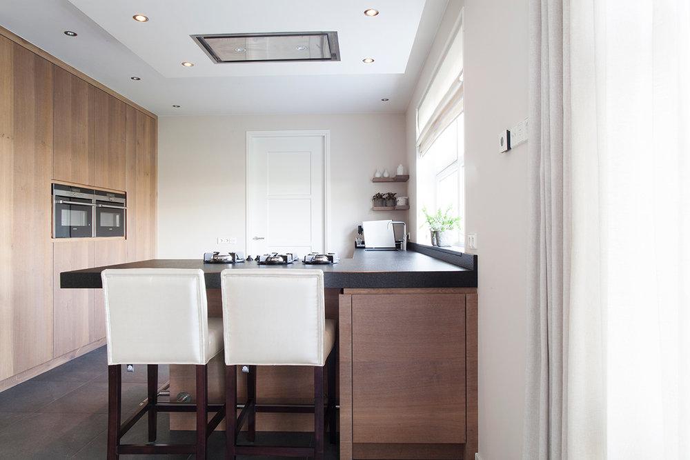 Keuken Schiereiland Landelijk : Keuken landelijk modern met schiereiland en pitt cooking wood