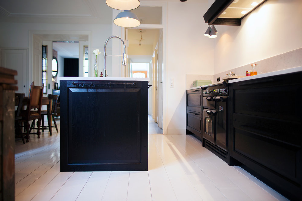 Keuken Eiken Zwart : Keuken frankfurt een moderne keuken in zwart hoogglans