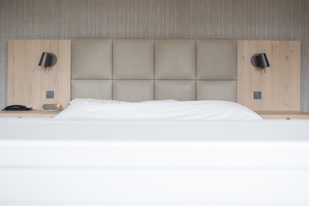 Slaapkamer met kaptafel en dressing landelijk modern - Wood Creations